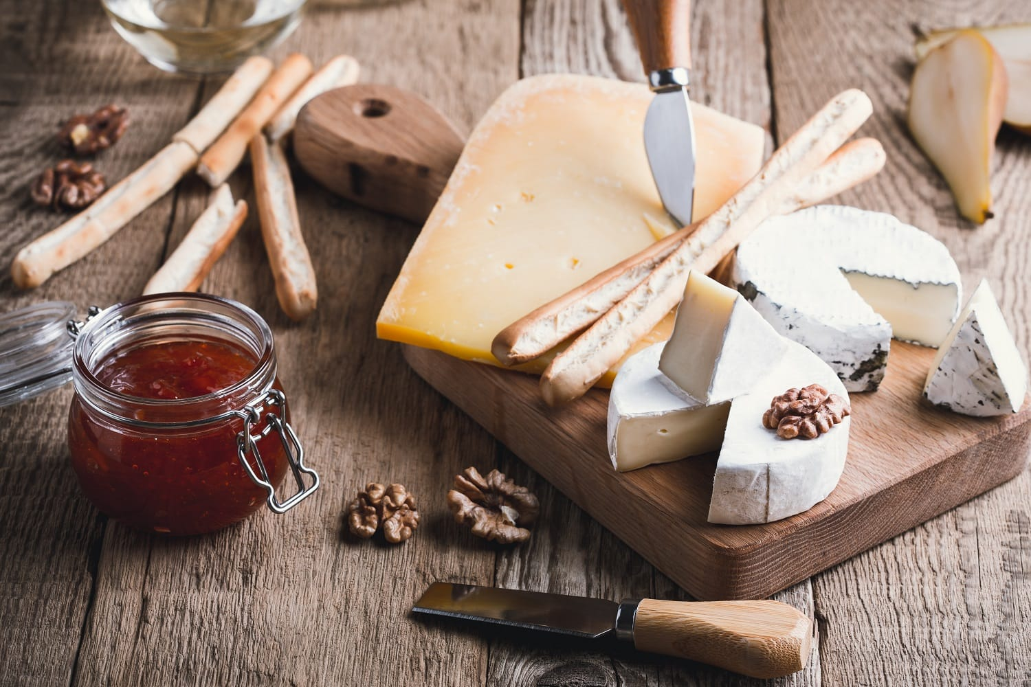 Board Games: How to Put Together the Perfect Cheeseboard for Summer